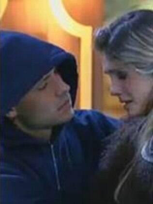 Mateus e Bárbara: peoa dá a entender que está grávida
