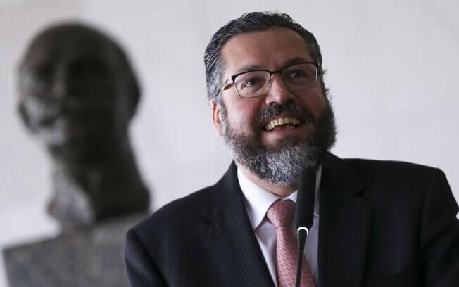 Ernesto Araújo disse que não houve golpe militar em 1964