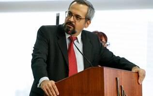 """MEC identifica responsável por vazar prova do Enem; """"É um trouxa"""", diz ministro"""