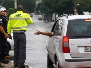 Orientação.  Agentes da Transcon estiveram no local para conduzir o trânsito e tirar dúvidas dos motoristas