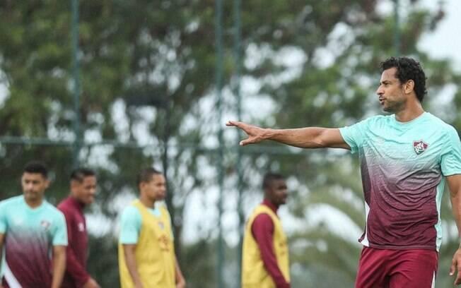 Após se recuperar da Covid-19, Fred volta a treinar no Fluminense