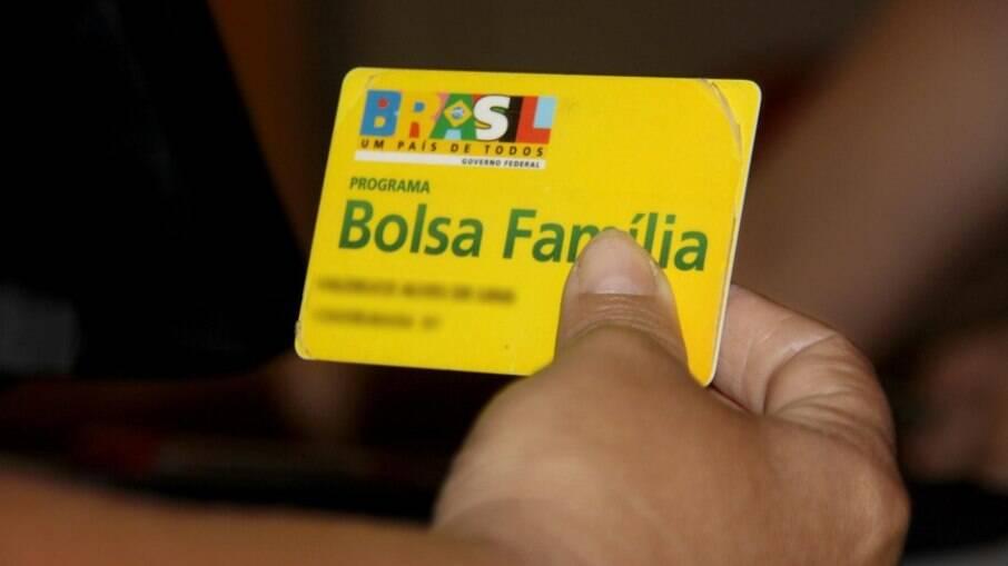 Governo estuda implementação de programa social em substituição ao Bolsa Família