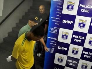 PE - PRISÃO SUSPEITO/MORTE TORCEDOR/VASO SANITÁRIO - GERAL - Prisão de Everton Felipe Santiago Santana, em Recife (PE), nesta segunda-feira (05), suspeito de ter arremessando um vaso sanitário do Estádio Arruda, que culminou na morte de um torcedor na última sexta-feira, dia 02, após partida entre Santa Cruz e Paraná. 05/05/2014 - Foto: ANDERSON STEVENS/FUTURA PRESS/FUTURA PRESS/ESTADÃO CONTEÚDO