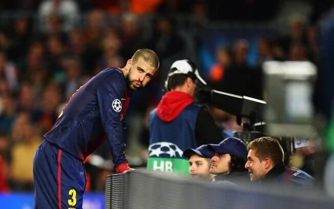 Pique reage após marcar gol contra na derrota  do Barcelona para o Bayern de Munique