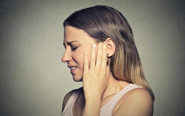 Cuidados com os ouvidos devem ser tomados, inclusive, no momento da higienização, para evitar obstrução do tímpano