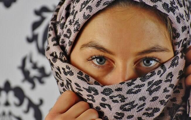 Itália: mãe teria passado a máquina no cabelo da jovem porque ela se negava a usar o véu islâmico longe dos pais