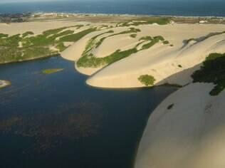 Mar, dunas e lagoa formam o cenário deslumbrante da região