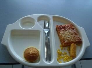Em um dos primeiros almoços fotografados, a menina reclamou da pouca quantidade de comida