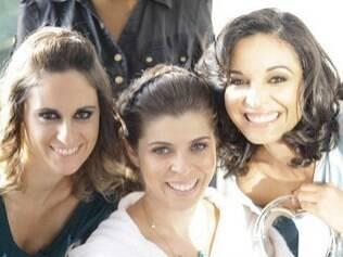 Marcela, Fernanda - a noiva - e Ana Paula no grande dia: madrinhas realmente próximas se envolvem na medida certa