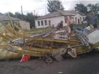Foto postada pelo Euromaidan, um grupo de manifestantes ucranianos ultranacionalistas que exigem uma maior integração europeia, seria de destroços da aeronave