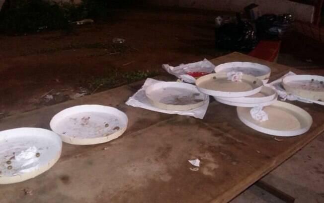 Torcedores da Portuguesa comem pizza dos jogadores após derrota do clube