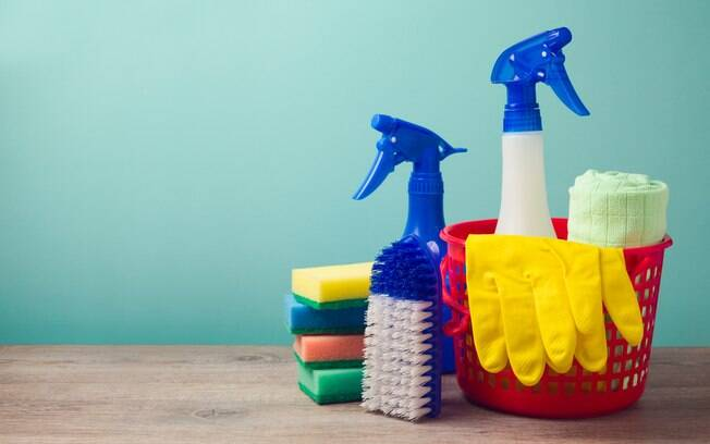 Depois de fazer a limpeza da casa, saiba que é, sim, necessário higienizar os instrumentos que usou na faxina