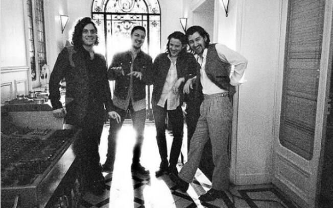 Arctic Monkeys busca novos sons, mas tem dificuldade em dar personalidade a música em novo álbum