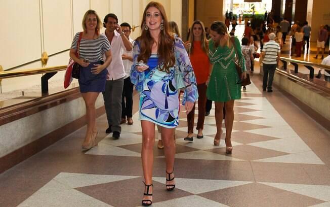 Marina Ruy Barbosa chama a atenção ao chegar em shopping, em São Paulo
