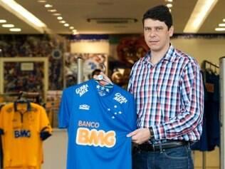 Economia - Belo Horizonte - MG Bom momento de times mineiros ajuda na venda de produtos esportivos  Na foto: Marcone Barbosa diretor de marketing FOTO: FERNANDA CARVALHO / O TEMPO - 12.12.2014