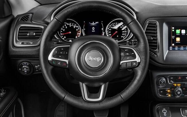 Jeep Compass vem bem equipado de série. Na linha 2020, a versão Limited passa a contar com banco do motorista com ajustes elétricos