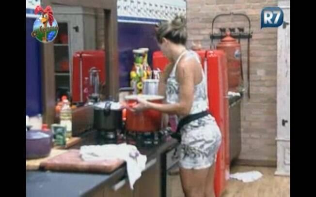 Joana começa a preparar o almoço