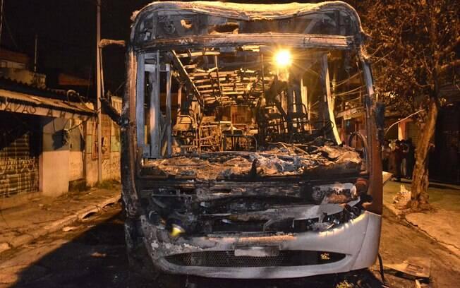 Ônibus foi incendiado no bairro Capão Redondo, extremo sul da capital paulista