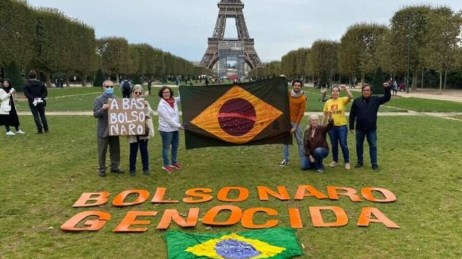 Manifestantes fora do Brasil também protestaram contra o governo