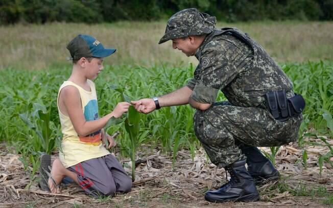 Uma das características peculiares da Policia Militar Ambiental é seu intenso contato com a população rural, no sentido de orientação legal e da educação e cuidados com o meio ambiente