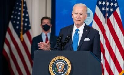 Biden defende que governador de Nova York renuncie ao cargo