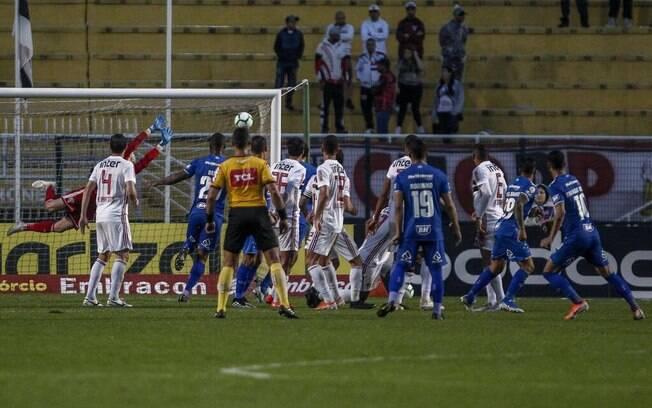 Golaço de falta de Thiago Neves deu o empate ao Cruzeiro contra o São Paulo