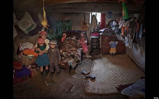 Carmen Lucrecia Yunga posou para a foto em Cuenca, no Equador, apenas 12 dias após dar à luz Manuel. Foto: Andy Goldstein