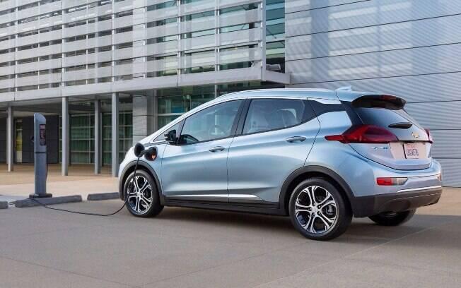 As baterias de íon-lítio gera energia elétrica o suficiente para que o Bolt tenha autonomia de 383 km.