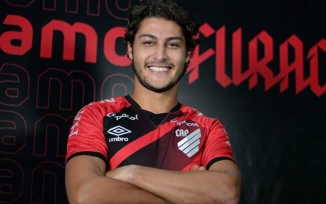 Marcinho foi anunciado como novo reforço do Athletico-PR