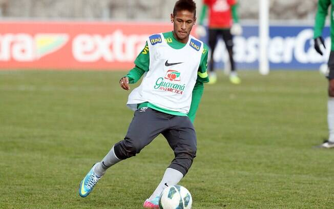 Neymar em treino da seleção brasileira em  Genebra