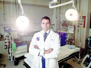 Dedicação. Eduardo Rodriguez, principal autor do estudo que fez revisões dos sucessos e fracassos do transplante