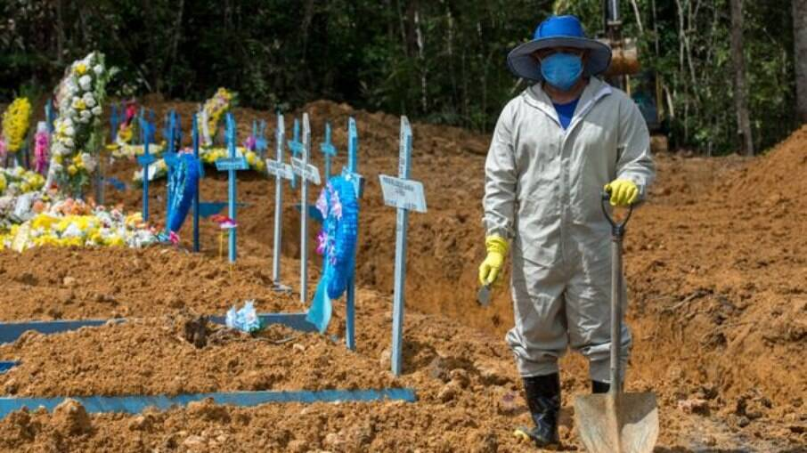 Com saúde em colapso, Brasil tem mês mais mortal na pandemia