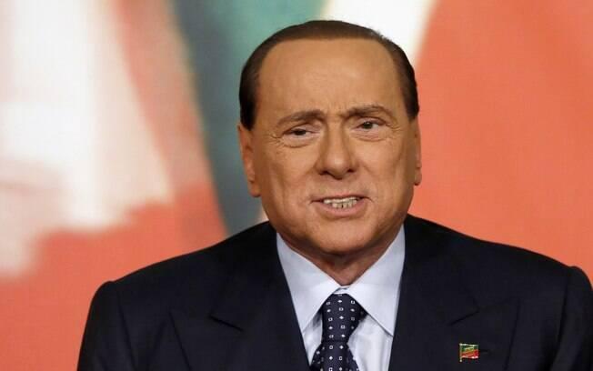 Berlusconi foi internado nesta sexta-feira por Covid-19