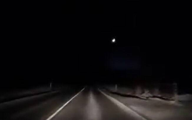 Moradores dos EUA e do Canadá registraram passagem do meteoro pelos céus; confira