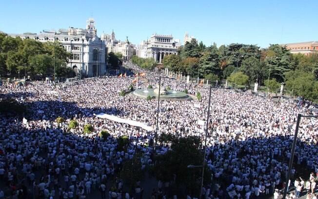 Manifestações na Espanha pediram conversa entre o governo central e a região da Catalunha