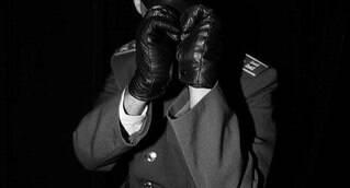 Fausto Fardado (originalmente nascido em 1977 e intitulado como tal no ano de 2015), é atualmente professor universitário, atuando principalmente nas áreas de Fundamentos Sociais, Identidade Cultural, História e Design e Semiótica da Cultura. Designer por formação é Mestre em Educação Arte e História da Cultura.   Seu trabalho de Mestrado teve como tema a Cultura Underground de São Paulo nos anos 80, sendo que Fausto iniciou sua incursão na noite paulistana com especial interesse nas contra – culturas.  Cultua e exerce fetiche por Fardas, Disciplina e Couro, sendo colecionador de fardas de diversas partes do mundo. É membro ativo das Comunidades BDSM/Leather de São Paulo, atuando como Top e estudioso do assunto. Irá escrever para o iGay sobre Cultura Bdsm, Leather e Fetichismo.