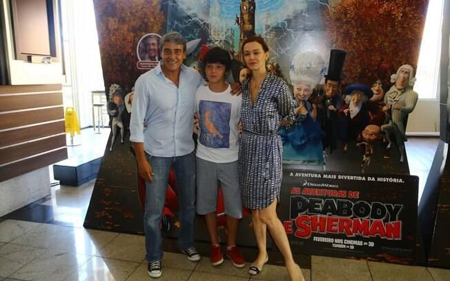 Alexandre Borges comemora aniversário em pré-estreia de animação com Julia Lemmertz e Miguel