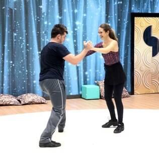 Juliana Paiva ensaia ao lado de Átila Amaral