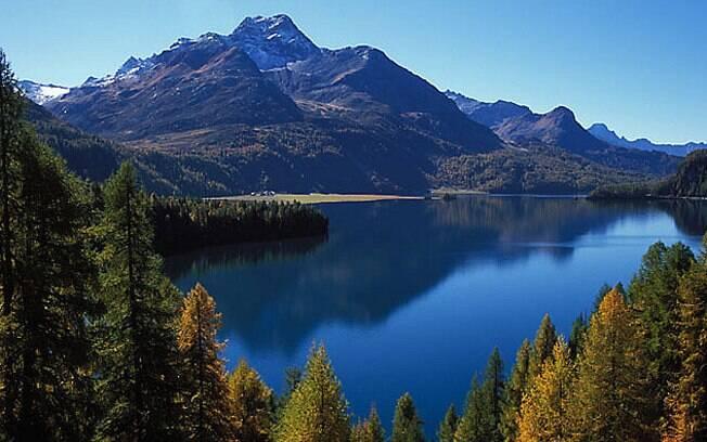 Engadim, nos Alpes suíços, é um dos melhores lugares para apreciar as cores do outono