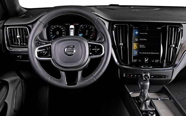 interior é confortável, mas a Volvo já está trabalhando com o Google para tornar a tela central mais fácil de ser usada