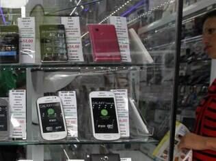 Aparelhos com 4G são caros e poucos países usam a mesma frequência que o Brasil