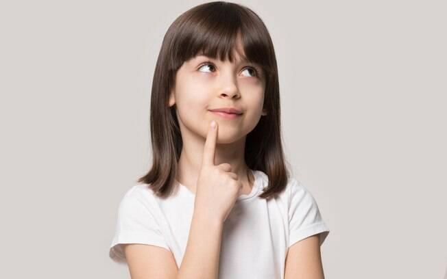 Crianças mentem e é importante os pais conversarem com elas para que entendam que isso é errado