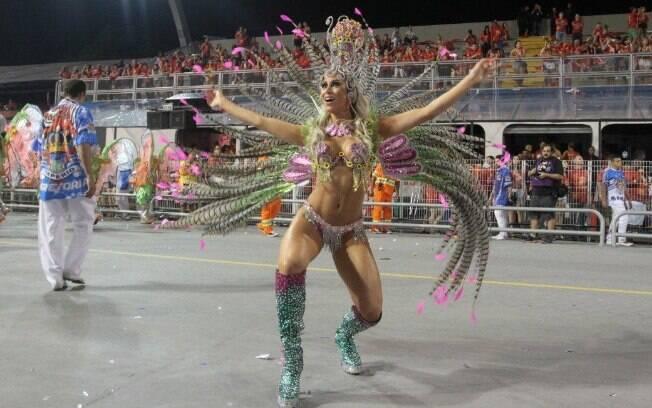 Modelo Carol Narizinho contou que preferiu não gastar muito na fantasia