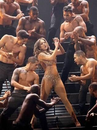 Jennifer Lopez durante uma de suas coreografias no AMAs: no topo aos 42 anos
