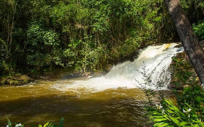 Piracaia tem diversas trilhas e passeios que propiciam contato com a natureza. Na foto, a cachoeira do Pião