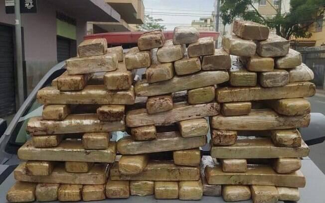Malas continham cerca de 70 kg de maconha contrabandeadas