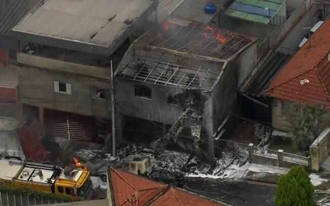 Avião de pequeno porte caiu próximo à Avenida Santos Dumont, na zona norte de São Paulo