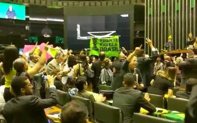 Sessão foi interrompida por manifestação do movimento negro