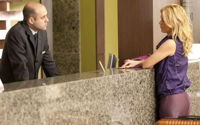 Expulsa e sem dinheiro, Teodora apela para funcionário do hotel