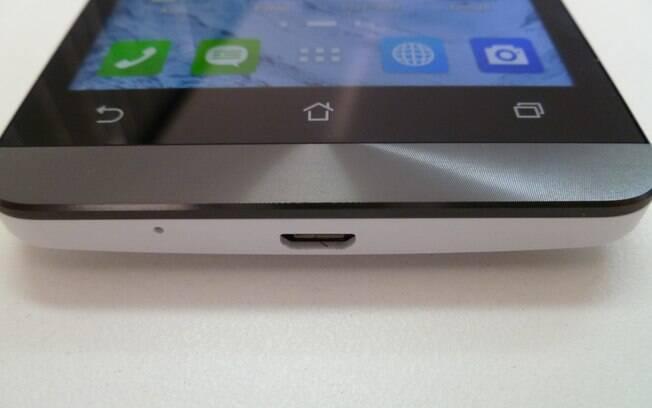 Zenfone 5 tem acabamento metálico na parte inferior